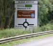 Oakwood roundabout sign